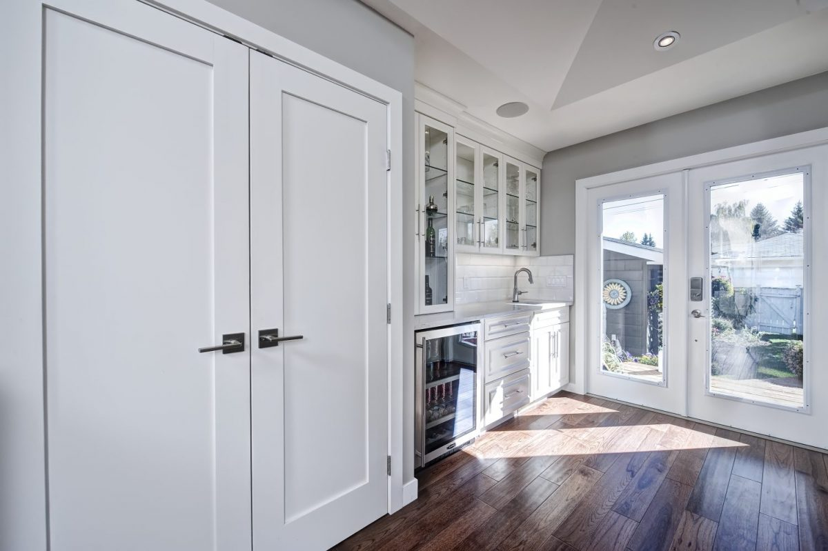https://artisankitchens.ca/wp-content/uploads/2018/04/Artisan-Home-Renovations_1-12.jpg