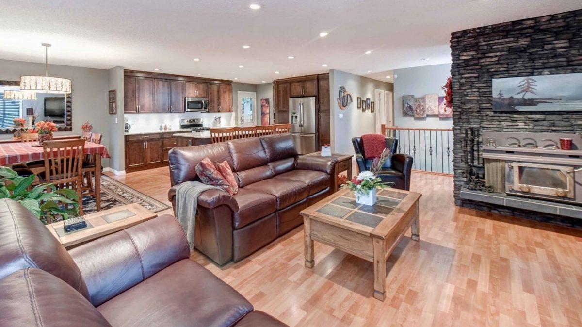 https://artisankitchens.ca/wp-content/uploads/2018/04/Artisan-Home-Renovations_1-7.jpg