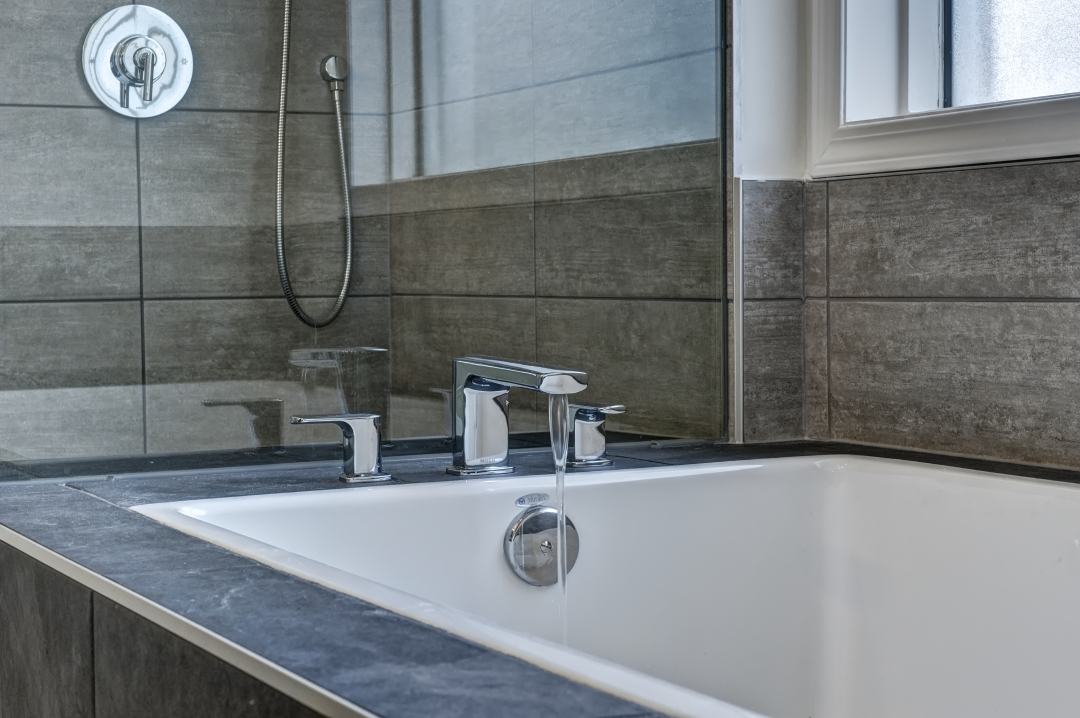 https://artisankitchens.ca/wp-content/uploads/2018/04/BATHROOM-RENOVATIONS.jpg